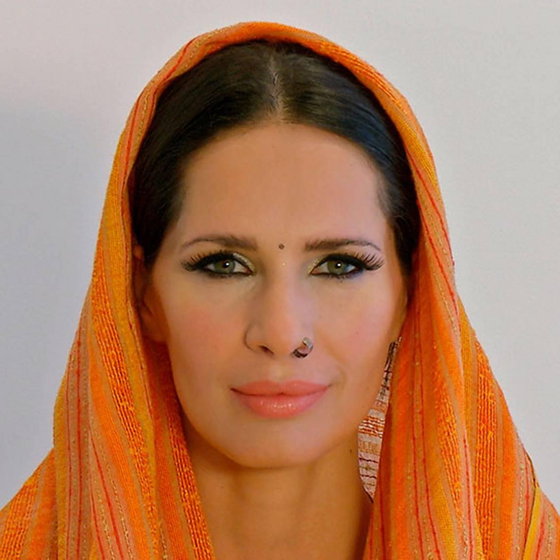 Aprende a maquillarte como Kumud
