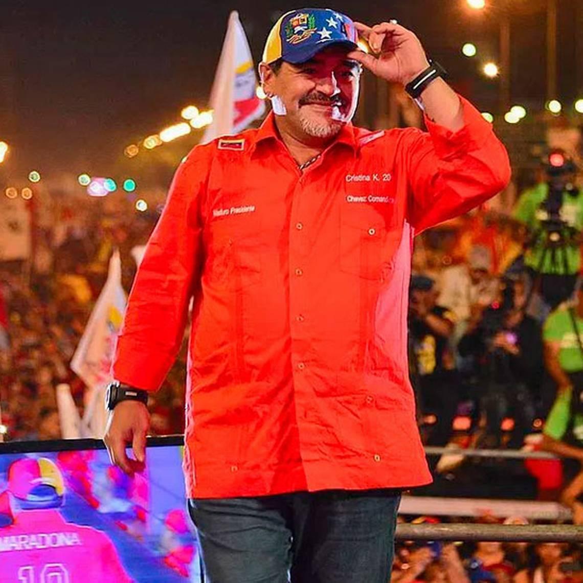 Maradona apoya a Maduro y dice estar listo para vestirse de soldado