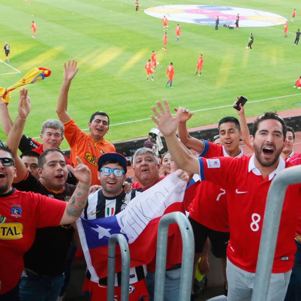 [FOTOS] La Marea Roja dijo presente en Rumania pese a derrota