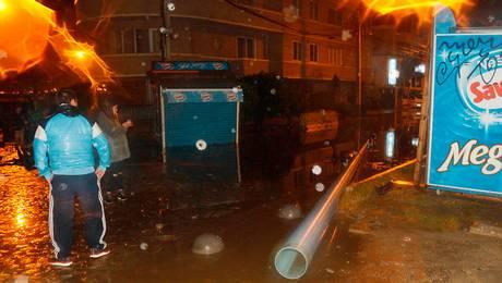 Marejadas provocan daños en borde costero