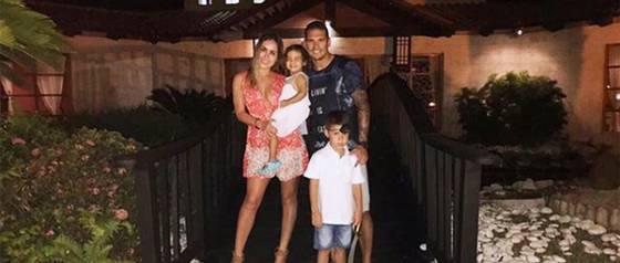 Maura Rivera responde a críticas por no viajar con su familia