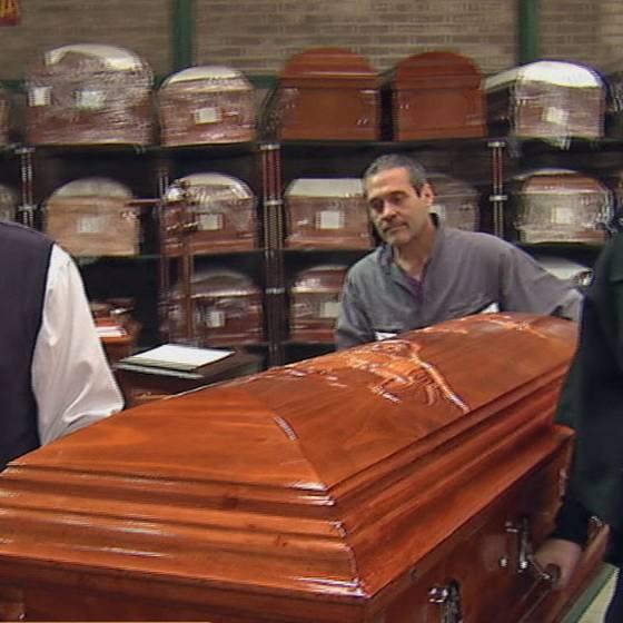 El día de Javiera en una funeraria