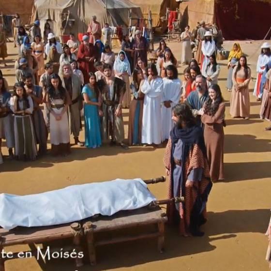 Los hijos de Jocabed lloran su muerte