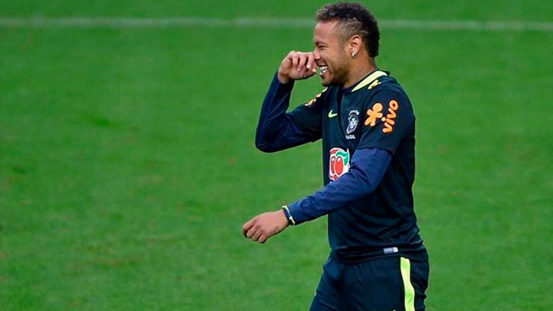 ¡Broma navideña! Neymar despertó a su amigo de la peor forma posible