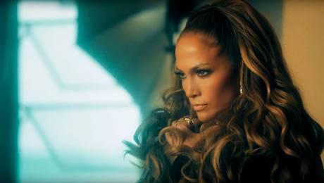 """Jennifer Lopez muestra sus sensuales movimientos en el videoclip de """"Ni tú ni yo"""""""