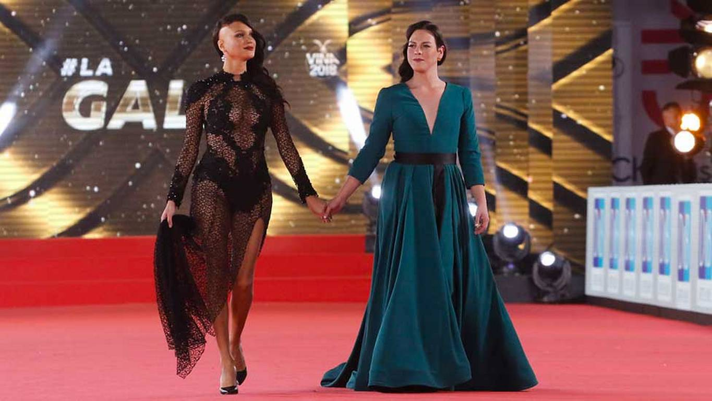"""Daniela Vega y Nomi Ruiz se presentaron juntas en icónica """"Blondie"""""""
