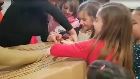No pudo más de la emoción al recibir esta sorpresa en su cumpleaños