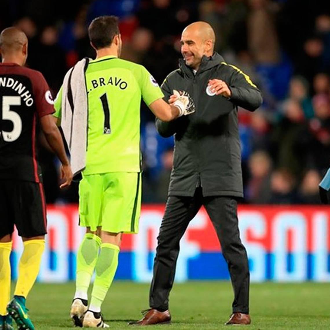 Pep Guardiola confirma a Claudio Bravo como titular para la próxima temporada