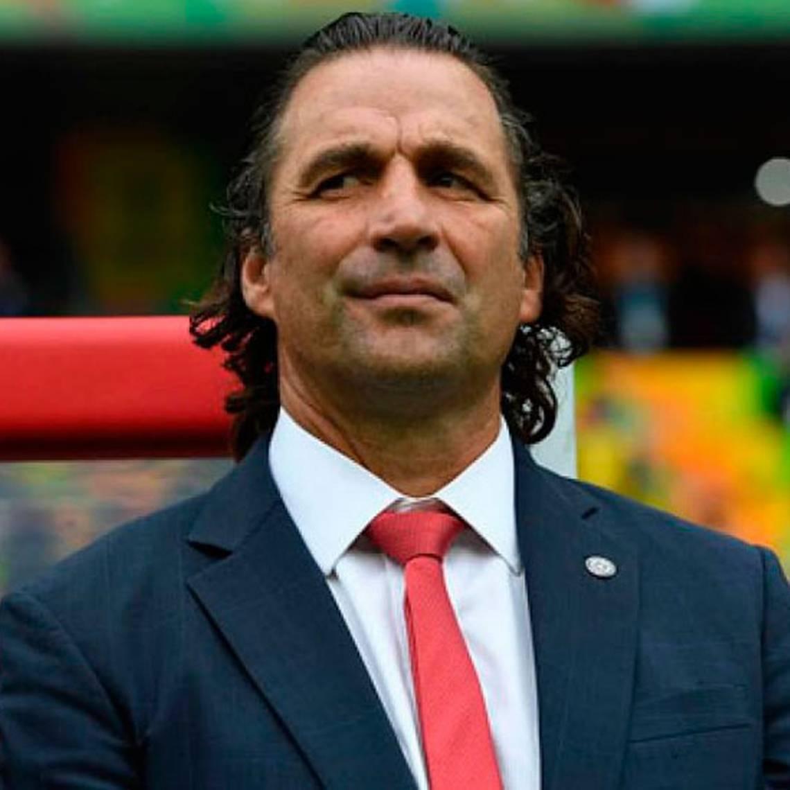 Pizzi está en Europa y se reunirá con referentes de La Roja