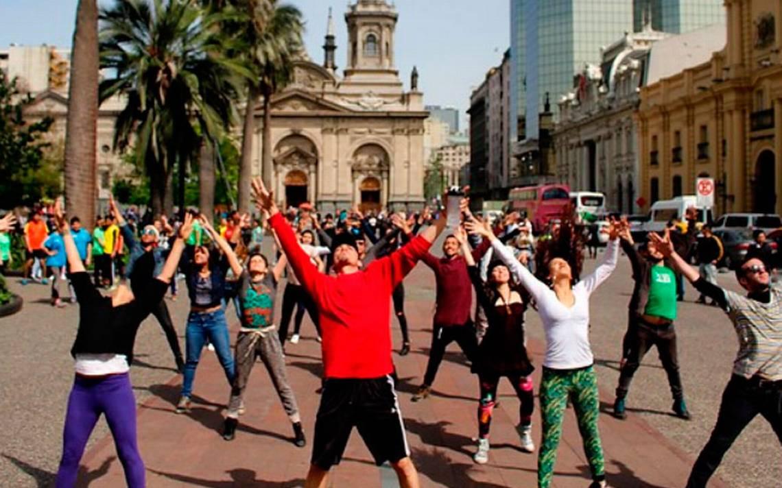 Con entretenido show se dio el vamos al Entel Maratón de Santiago 2018