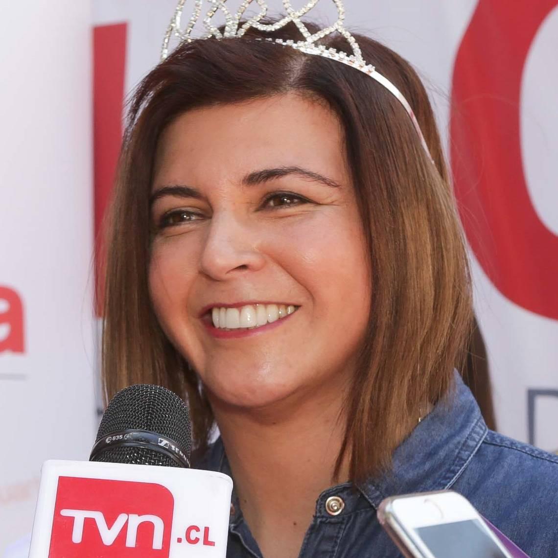 La emoción de Scarleth Cárdenas al recibir la corona de Olmué