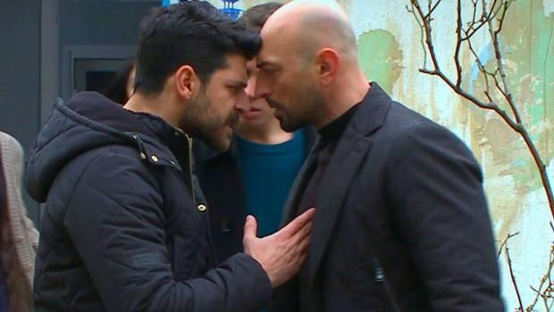 Selim rescata a Zeynep de las manos de Erkut