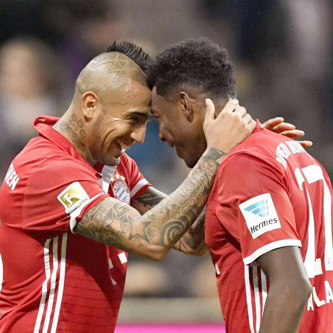 ¡Lo extrañan! Compañeros del Bayern encuentran al doble chino de Vidal