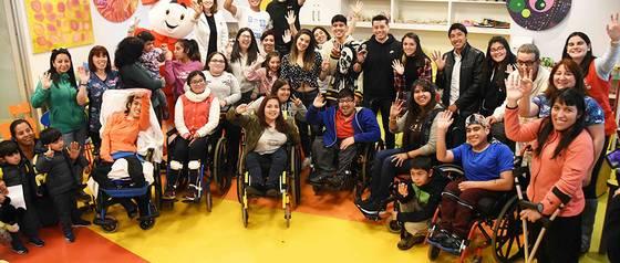 Juan Ángel, Chantal y Leandro compartieron con los niños de la Teletón